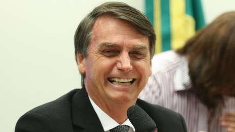 Ao insistir no discurso da 'ameaça à democracia', esquerda leva o jogo para terreno onde Bolsonaro leva vantagem, diz professor