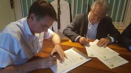 Candidato Jair Bolsonaro (PSL), assinou Termo de Compromisso no Rio