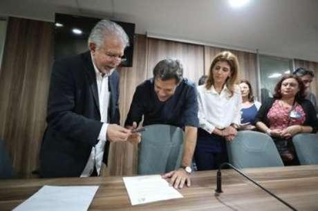Candidato Fernando Haddad (PT) assinou o Termo de Compromisso em São Paulo