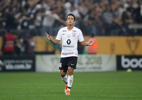 Jadson comemora gol de empate do Corinthians