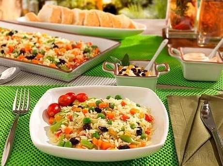 19. O arroz à grega também é bem comum na ceia (pode ser sem uva passa também). Foto de Melhor Amiga