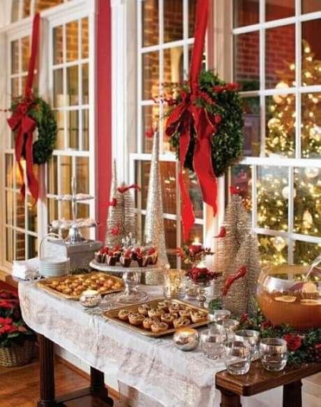 24. Você pode também fazer uma mesa só para as entradas da sua ceia de natal. Foto de Info Kids