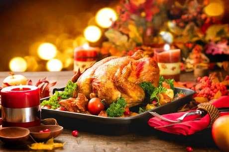 4. Na ceia de natal, a mesa é o principal. Foto de ShortList Dubai