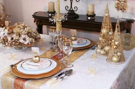 83. Decoração de mesa de ceia de natal dourada. Foto de White House 51