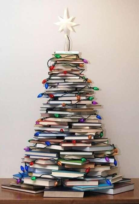 6- Decoração de natal simples e barata com árvore estilizada. Fonte: Pinterest