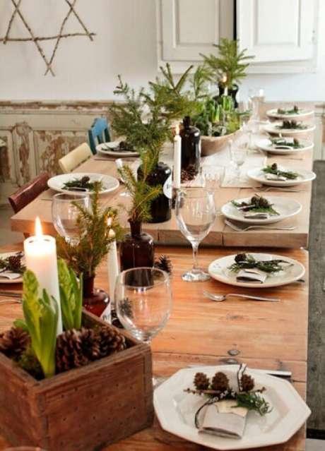 15. A ceia de natal com decoração de mesa simples pode também ser bem aconchegante. Foto de Comodos Interiores