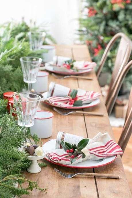 58. Os guardanapos de pano podem ser usados durante a ceia de natal. Foto de House Beautiful