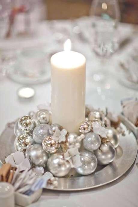 5. O branco e o prata podem ficar ótimos também na decoração de natal. Foto de Tactac