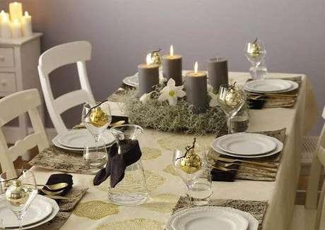 9. A decoração simples de mesa de ceia de natal também tem o seu charme. Foto de DIY Crafts