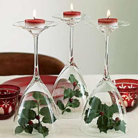 63. Mais um exemplo de taças com folhas e velas. Foto de Cute DIY Projects