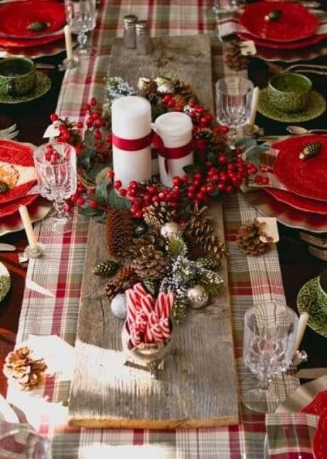 37. A estampa xadrez também combina bem com a decoração de natal. Foto de Bon Exposé