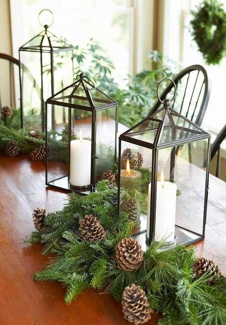 11. Uma iluminação super aconchegante faz parte da decoração de natal, por isso, invista em arranjos de natal com velas – Foto: Decor and Dine