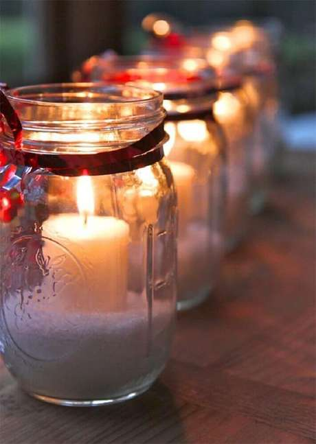 21. Mais um modelo de arranjos de natal com velas dentro de potes de vidro – Foto: Paula Lorentz