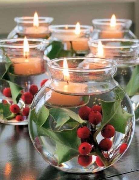 22. Modelo de arranjos de natal com velas dentro de recipiente de vidro com água – Foto: Pinterest