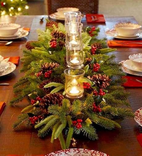 25. Os arranjos de mesa de natal não podem atrapalhar a comunicação entre os convidados, por isso, sempre observe a altura – Foto: Pinterest