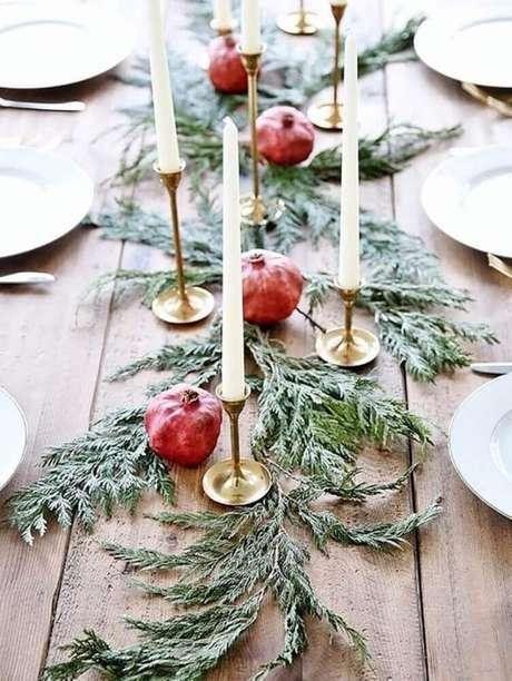 27. Ideia de decoração rústica com arranjos de natal fáceis de fazer – Foto: Natasha's Way