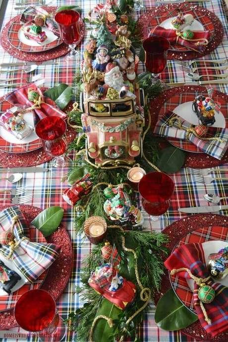 45. Decoração para mesa de natal com toalha xadrez – Foto: Pinterest