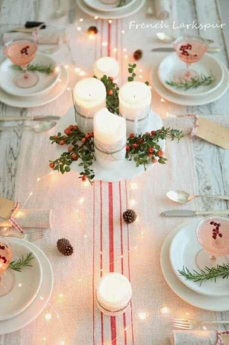 58. Para dar a sensação de neve, prefira arranjos de natal que sejam brancos – Foto: French Larkspur