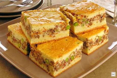 Torta de carne moída com massa de creme de leite