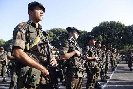 Militares paulistas negociam com o Exército o empréstimo de metralhadoras de calibre .50 para cobrir perímetro de prisão onde está chefe do PCC