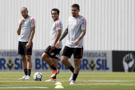 Roger, Jadson e Fagner em treino do Corinthians (Foto: Marco Galvão/Fotoarena/Lancepress!)