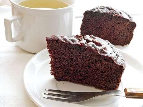 Fatia de bolo de chocolate com farinha de arroz