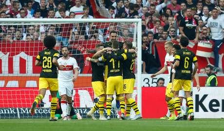 Reus comemora gol do Borussia Dortmund com companheiros