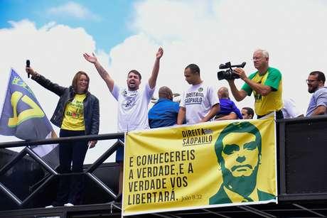 Protesto em apoio a Bolsonaro em Barueri, São Paulo.