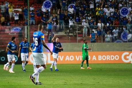 Thiago Neves, jogador do Cruzeiro, comemora seu gol durante partida contra a Chapecoense, válida pela trigésima rodada do Campeonato Brasileiro 2018.