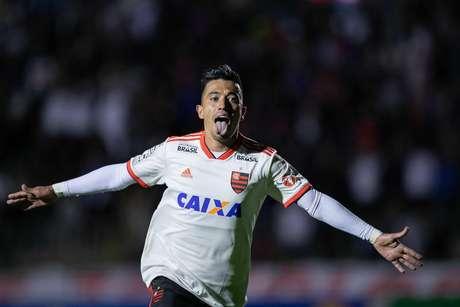 Uribe, jogador do Flamengo, comemora seu gol durante partida contra o Paraná Clube, válida pela trigésima rodada do Campeonato Brasileiro 2018.