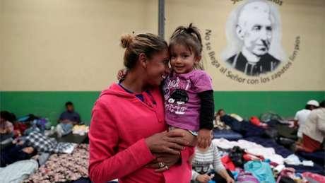 Para os imigrantes mais vulneráveis – como mulheres com crianças pequenas – a caravana oferece proteção