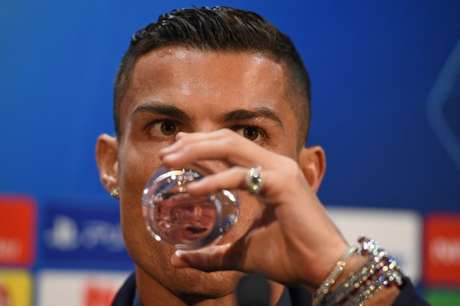 Cristiano Ronaldo se diz tranquilo quanto à acusação de estupro (Foto: OLI SCARFF / AFP)