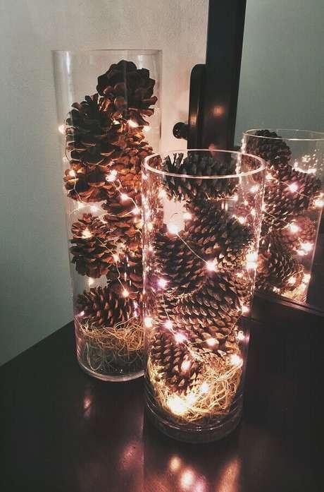 10. Arranjos com luzes de natal são bem fáceis de fazer e ficam super charmosos – Foto: Pinterest
