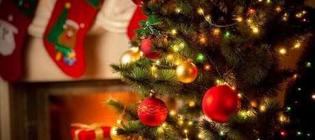 2. As luzes de natal são essenciais para trazer o clima de festa para a decoração – Foto: The Week