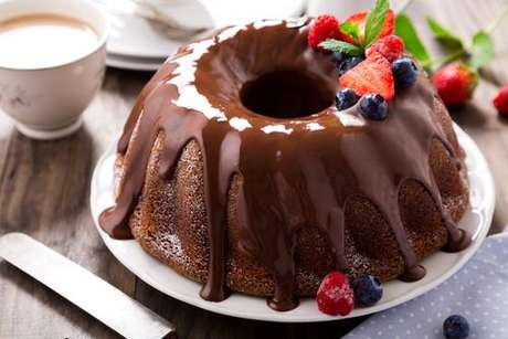 Bolo de chocolate feito com água morna