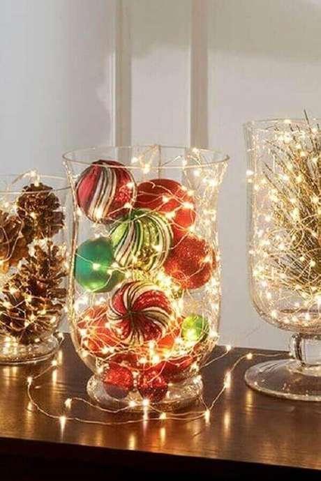 6. Modelo de arranjo com luzes de natal – Foto: Centerpiece Inspiration
