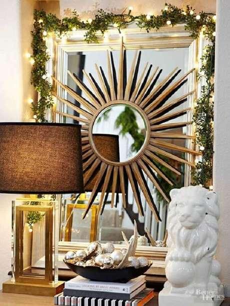 24. Decoração discreta e delicada com luzinhas de natal – Foto:
