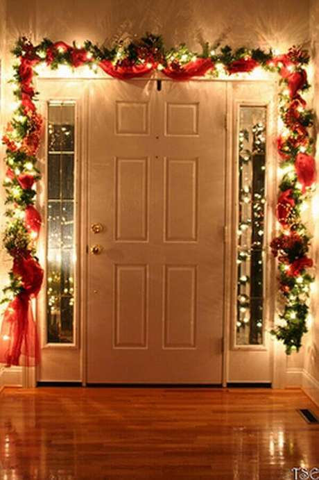 34. Ideia de luzes de natal para área externa decorada com fita vermelha – Foto: Home Design Interior