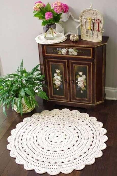 14- Tapete de crochê redondo com barbante branco. Fonte: Doce Obra