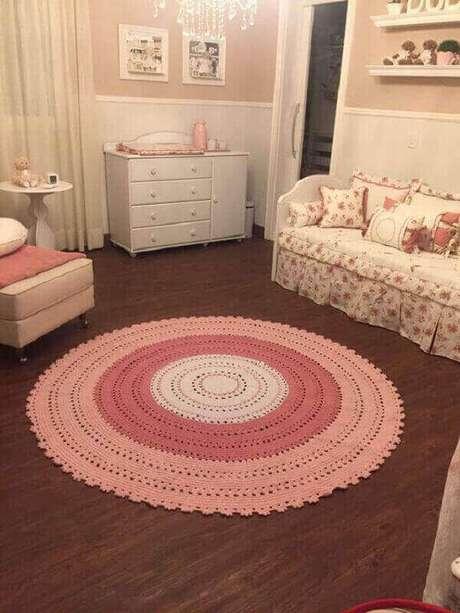 56-Tapete de crochê redondo é muito utilizado para decoração de quarto de criança. Fonte: Pinterest