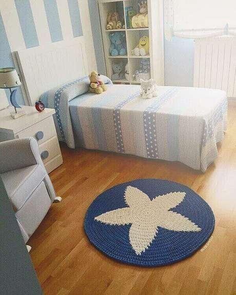 31- Tapete de crochê redondo com estrela azul no centro para quarto de menino. Fonte: Pinterest