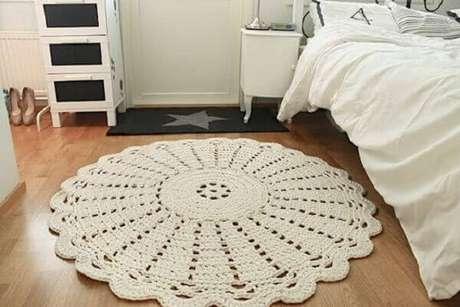 15- Tapete de crochê redondo branco com linha grossa. Fonte: Hyypio
