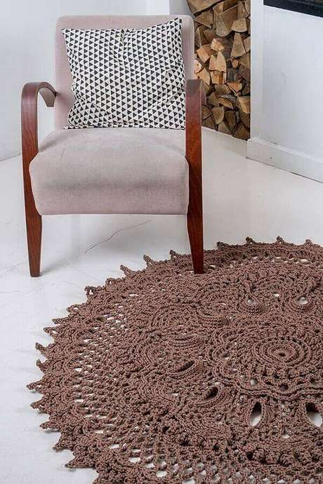 50- Tapete de crochê transforma o ambiente em um cômodo elegante. Fonte: Pinterest