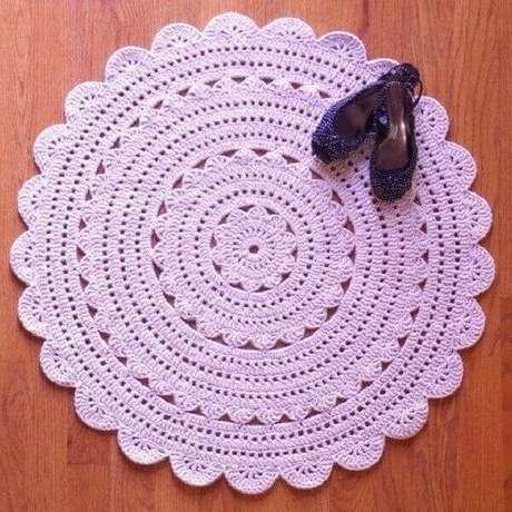 32- Tapete de crochê redondo com barbante na cor rosa. Fonte: Pinterest