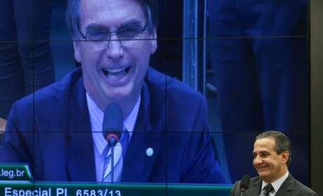 Silas Malafaia, pastor e presidente da Assembleia de Deus Vitória em Cristo, pede aos fiéis que votem em Bolsonaro porque ele é 'contra essa bandidagem de erotizar criança em escola, que toda a esquerda quer'