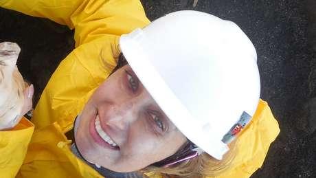 Rosaly em trabalho de campo no Havaí; ela já escreveu livro sobre vulcões da Terra