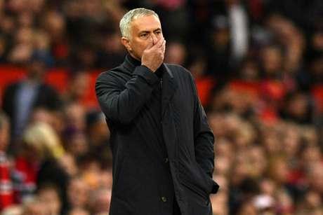 Contestado no Manchester United, José Mourinho pode assumir o Real Madrid (Foto: CREDITOLI SCARFF/AFP)
