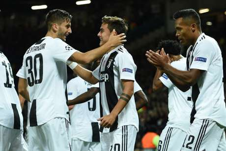 Dybala comemora gol importante que deu a vitória para a Juve (Foto: AFP)