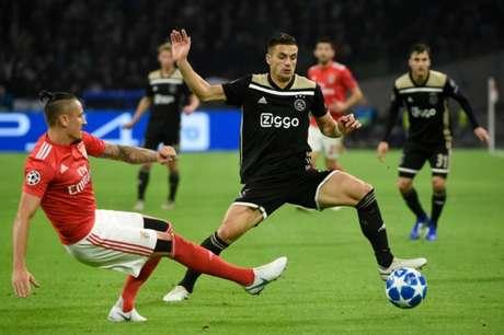 Ajax e Benfica fizeram grande jogo, mas os holandeses levaram a melhor (Foto: JOHN THYS / AFP)
