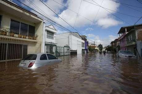 México já sofre com inundações antes mesmo da chegada do furacão Willa